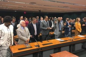 Bancada evangélica articula para derrubar decreto de armas de Bolsonaro
