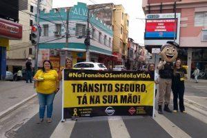 Polícia Militar, agentes de saúde estudantes participam da Campanha Maio Amarelo