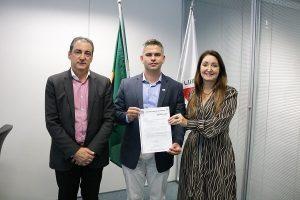 Prefeita Cici formaliza licenciamento ambiental para Manhuaçu