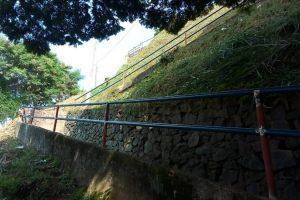 Manhuaçu: Segue a reforma da escadaria do bairro Petrina