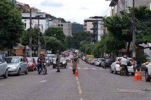 """Manhuaçu: """"Campanha Maio Amarelo"""" desenvolve ação no Bairro Coqueiro"""