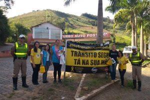 Manhuaçu: Agentes de Saúde em ação no Maio Amarelo na MG 111