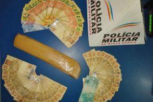 Manhuaçu: PM apreende barra de maconha e dinheiro no Bairro Santana