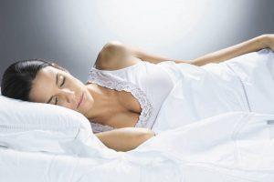 9 hábitos que atrapalham o sono e você deveria cortar antes de dormir