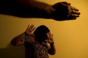 Vítimas de violência devem buscar na psicologia resgate da autoestima