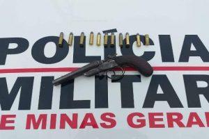 Garrucha e munições apreendidas em Santana do Manhuaçu