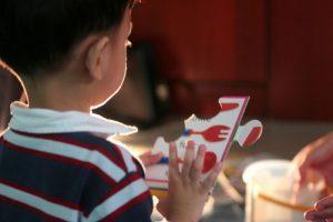 Características do autismo são perceptíveis nos primeiros anos de vida