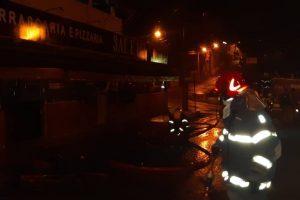Ação dos Bombeiros evita incêndio de grandes proporções