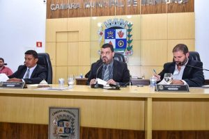 Câmara de Manhuaçu aprova projetos e toma conhecimento sobre documentação da UBS São Vicente