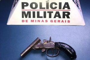 Manhuaçu: PM apreende arma de fogo com menor no bairro Santana