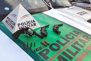 São João do Manhuaçu: Três armas de fogo e munições são apreendidas pela PM