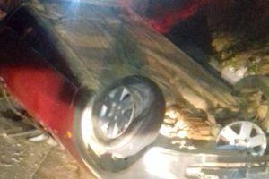 Caratinga: Condutor inabilitado perde controle da direção e capota o carro