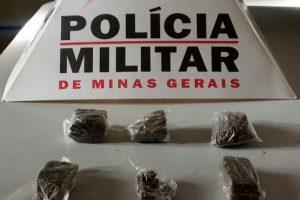 Lajinha: PM prende autor por tráfico de drogas
