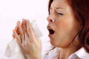 Por que a rinite alérgica ataca mais durante o inverno?