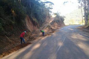 Manhuaçu: Estrada de acesso ao distrito de Sacramento recebe limpeza
