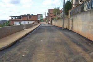 Secretaria de Obras asfalta rua e viradouro no Bairro Matinha