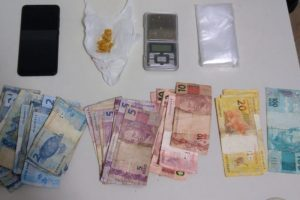 Manhuaçu: Tático Móvel apreende drogas e dinheiro no Santa Luzia