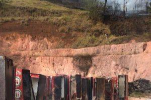 Manhuaçu: Bombeiros combatem incêndio. Distribuidora de bebidas é atingida