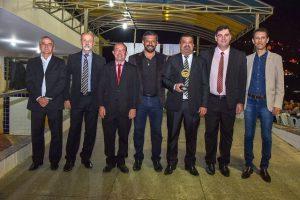 Câmara de Vereadores de Manhuaçu recebe Troféu Sentinela do Caparaó do 11º Batalhão da PM