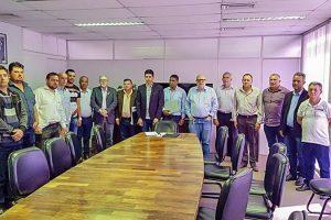 Vereadores de Luisburgo, São João do Manhuaçu e Manhumirim se reúnem com o DEER em Belo Horizonte
