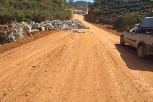 Prefeitura inicia calçamento de novo ponto crítico em Manhuaçuzinho