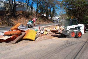 Manhuaçu: Petrina e região do Cemitério Municipal recebem ações do SAMAL