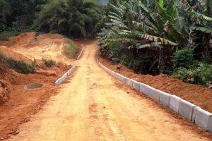 Manhuaçu: Prefeitura inicia calçamento no Córrego das Nascentes