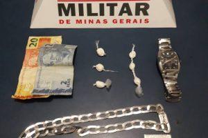 Manhuaçu: PM apreende menor com papelotes de cocaína no bairro Coqueiro