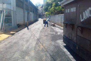 Manhuaçu: Viela recebe asfalto no Engenho da Serra