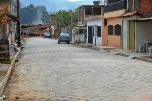 Manhuaçu: Ruas do distrito de Vilanova recebem calçamento