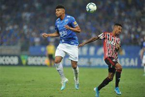 Cruzeiro vence mais uma: 2 a 1 no Corinthians, em SP