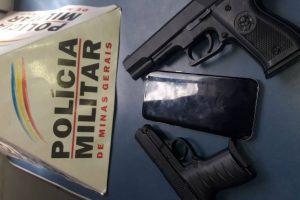 Manhuaçu: PM recupera veículo, apreende simulacros de arma de fogo e menores envolvidos em roubo