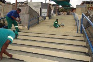 Nova iluminação e limpeza geral no cemitério em Manhuaçu