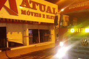 Loja pega fogo no centro de Manhuaçu