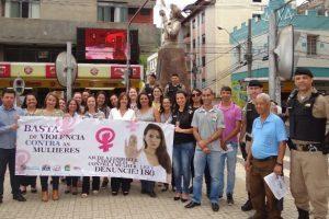 Mobilização no Dia Internacional para a não violência contra a mulher em Manhuaçu