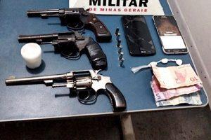 Polícia Militar apreende três revólveres e cocaína em Manhuaçu