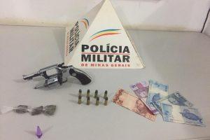 PM apreende drogas e arma de fogo em Simonésia