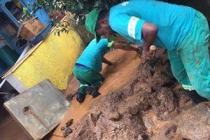 Equipes da Prefeitura realizam operação de limpeza das ruas após chuvas