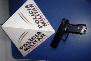 Manhuaçu: PM apreende simulacro de arma de fogo com menor