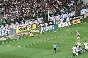 Atlético bate o Corinthians no Independência