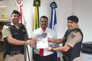 PM entrega projeto de reestruturação do COPOM ao Presidente da Câmara de Vereadores de Manhuaçu