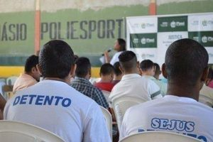 Detentos fazem provas do Enem