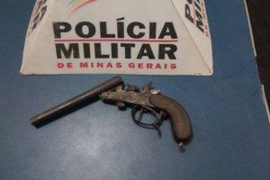 Celular e arma de fogo são apreendidos pela PM