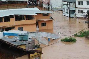 Chuvas: Água invade diversos pontos da cidade
