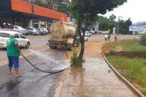 Manhuaçu: Equipes da Prefeitura trabalham na limpeza geral da cidade