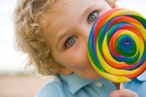 Evite doces na alimentação das crianças