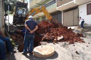 Serviço de recomposição asfáltica na Rua Lauro Rocha