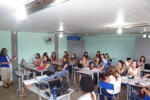 Profissionais da rede municipal de ensino participam de 1º Encontro Formativo em Manhuaçu