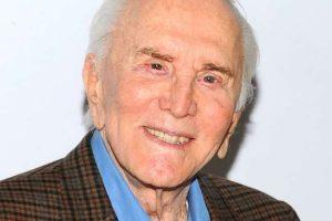 Morre, aos 103 anos, o ator Kirk Douglas, uma das lendas de Hollywood