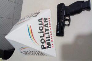 Região: PM apreende espingarda e simulacro de arma de fogo